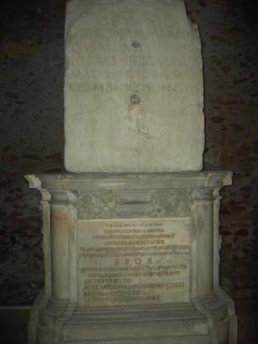 Lapide di Agrippina al Tabularium