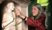 @BarsineAR here's @wmarybeard when she visited the tomb of Sulpicius now at the #CentraleMontemartini #MuseumMemories
