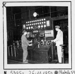 Operai al lavoro nella Sala Macchine (1960 circa)
