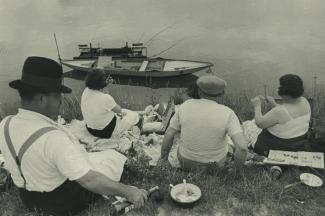 Sunday on the banks of the Seine, France, 1938. © Henri Cartier-Bresson/Magnum Photos-Courtesy Fondation HCB