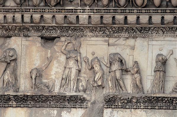Fregio con scene del mito di Aracne sulle colonnacce
