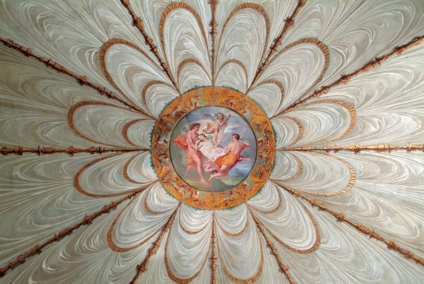 Psiche portata in cielo dai venti nel Casino Nobile dei Musei di Villa Torlonia