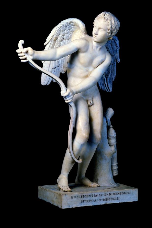 Statua di Eros che incorda l'arco