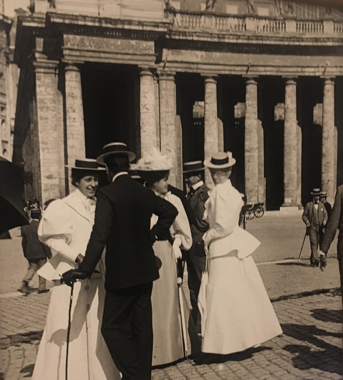 Dame e gentiluomini a piazza San Pietro