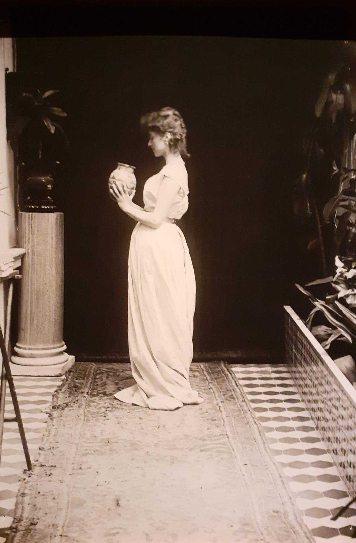 Madame Hardouin, moglie di D'Annunzio, acconciata come una Vergine Saggia